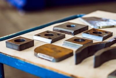 Brennteile aus Baustahl mit geraden und angefasten Schnittkanten