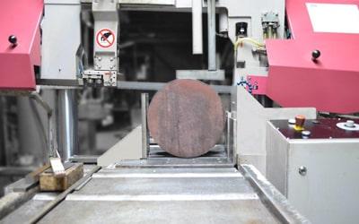 Sägezuschnitte mit absoluter Präzision durch CNC-Technik
