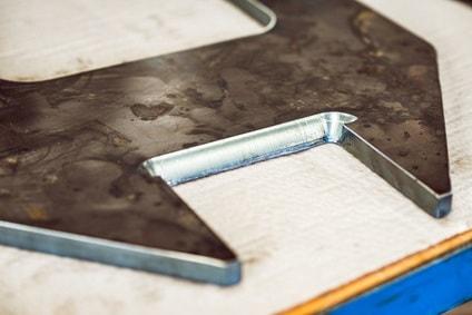 Darstellung einer Schweißnahtvorbereitung zum Metallschweißen
