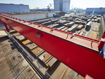 Materiallager mit Lastkran der Rosenberger GmbH