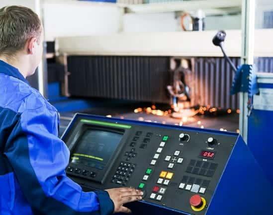 Fertigung mit einer CNC-gesteuerten Plasma-Brennschneidanlage